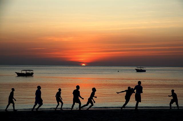 playas con personas de Tanzania